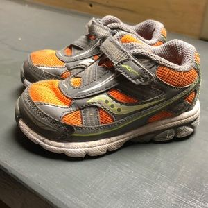 Size 5 wide saucony sneakers